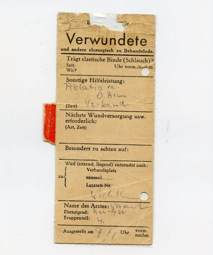 Transportation certificate for a wounded 16-year-old soldier, including note from medical officer for the amputation of his upper right arm, dated 7 April 1945 © DHM