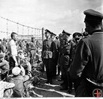 Heinrich Himmler and Erich von dem Bach-Zelewski in a prisoner-of-war, camp near, Minsk, 15.8.1941, BPK
