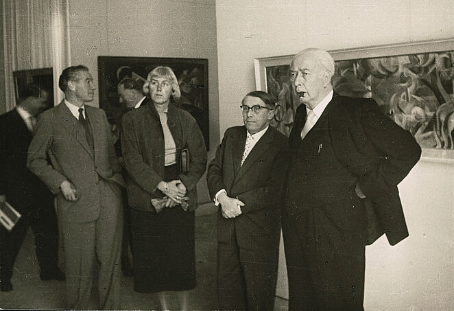 Federal President Theodor Heuss (right) at the first documenta. Next to him: Arnold Bode
