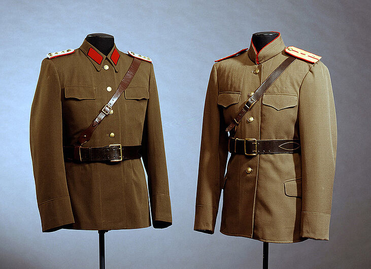 Service Uniform Coat for the Captain of the Ministry / State Secretariat for State Security. (Inv.Nr. U 72/9)