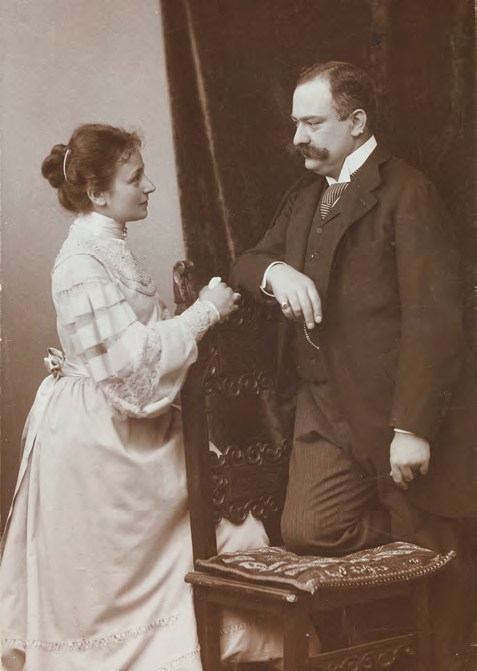 "Franz the Younger (1865–1935) and Marie (1867–1957) von Mendelssohn, owner and lender of the painting ""Borussia"" for a retrospective on the occasion of the death of Menzel, in the Royal National Gallery in Berlin in 1905, Fotoatelier Wilhelm Fechner, Berlin, ca. 1890/1895, Albumen print, cardboard, Berlin © private collection"