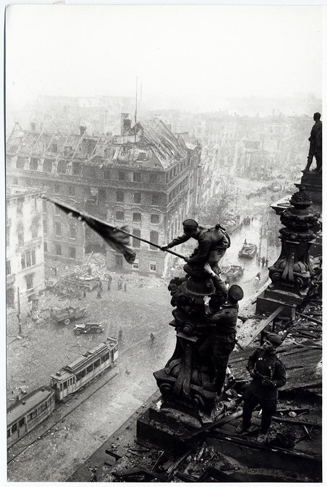 Raising the Soviet Flag on the Reichstag in Berlin in 1945, Yevgeny Khaldei © DHM