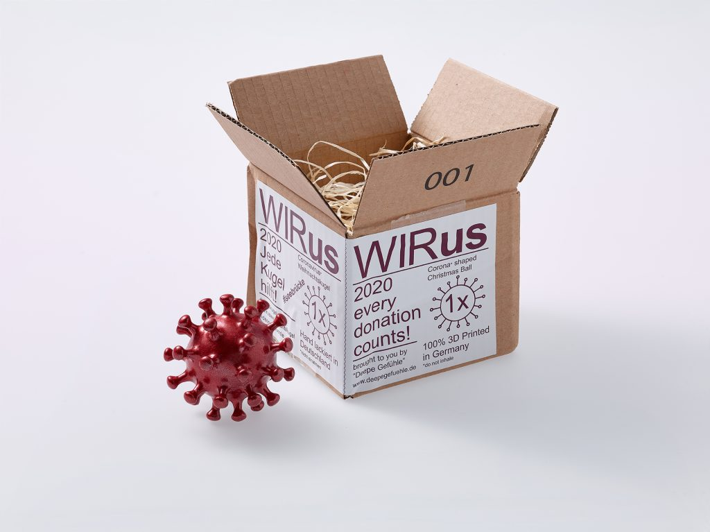 Virus-shaped Christmas tree ornament with packaging, manufacturer: Deepe Gefühle, Berlin/Düsseldorf 2020; © DHM, RK 2021/1