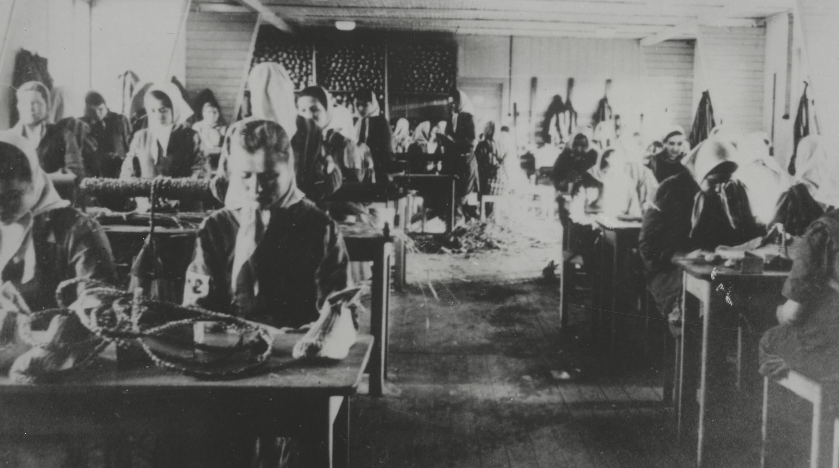 Frauen bei der zwangsarbeit im kz ravensbrück, um 1942
