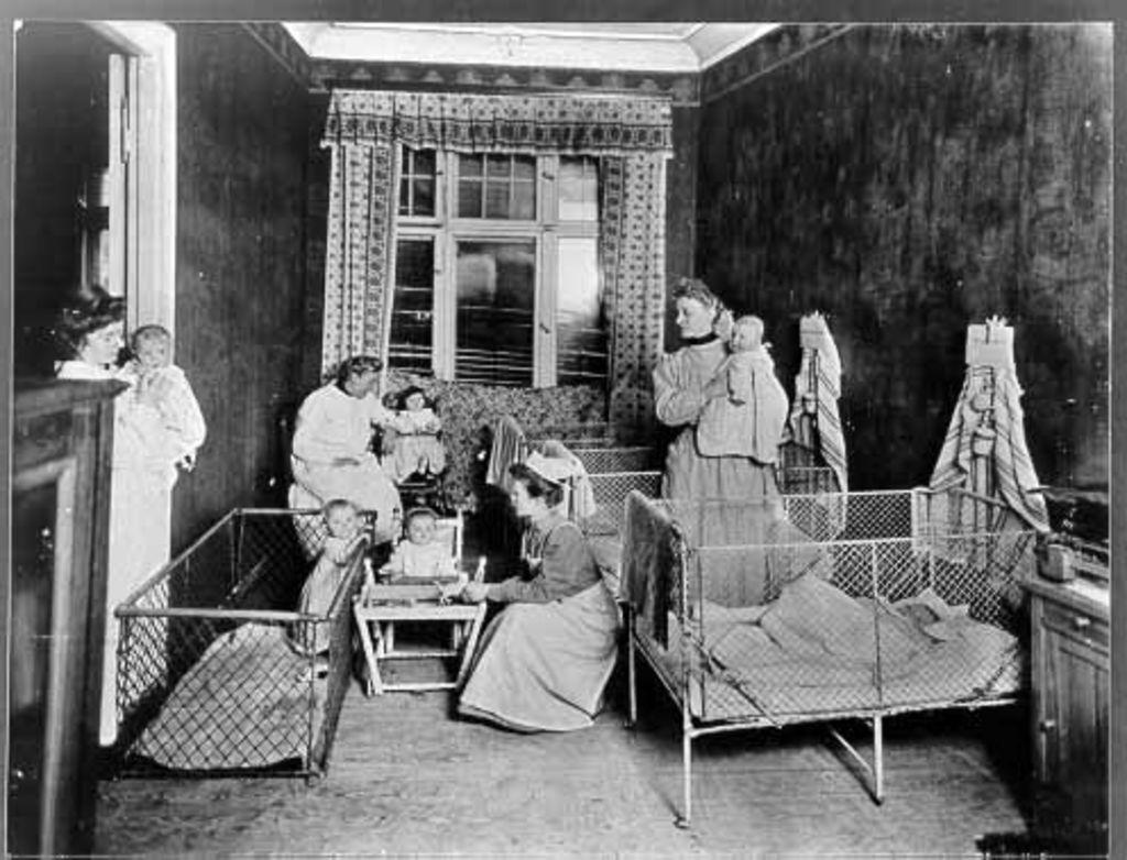 Babystube, Um 1900