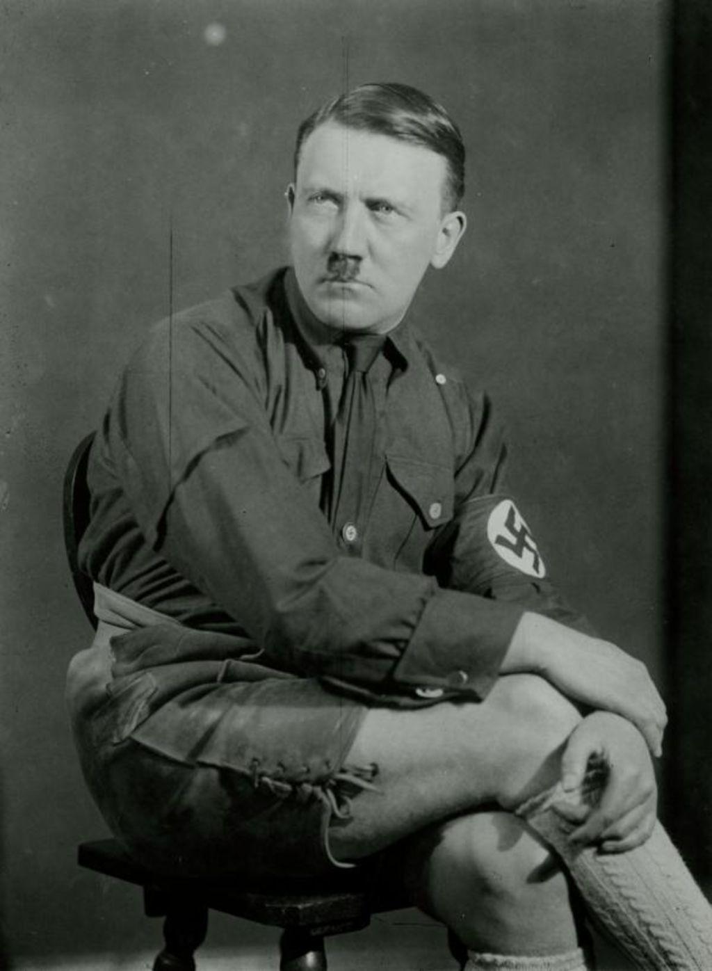 LeMO Bestand - Objekt - Adolf Hitler in Lederhosen, 1926/1927