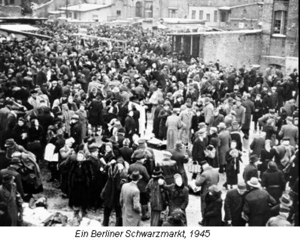 LeMO Bestand - Objekt - Ein Berliner Schwarzmarkt Female
