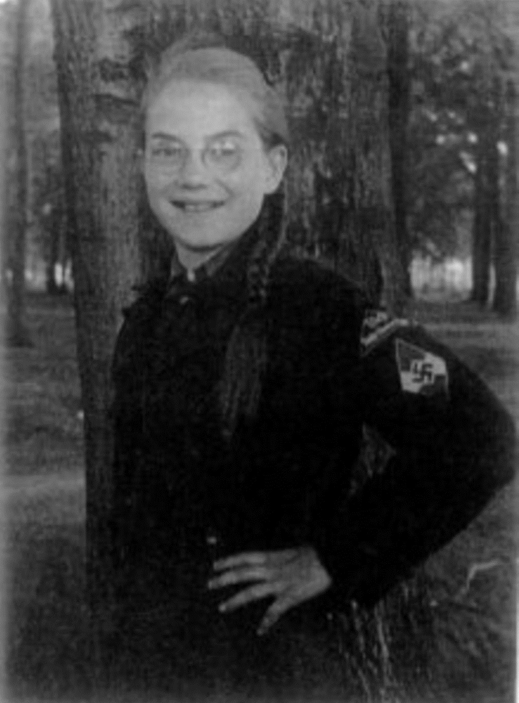 Exponat: Photo: Ursula Sabel in Uniform (Kollektives Gedächtnis)