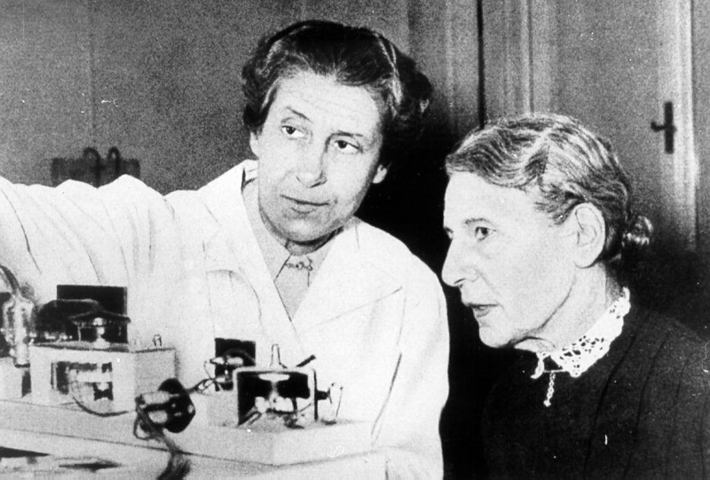 1950: Berta Karlik (left) pictured here with her colleague, Lise Meitner (right) (Image credit: Deutsches Historiches Museum, Berlin)