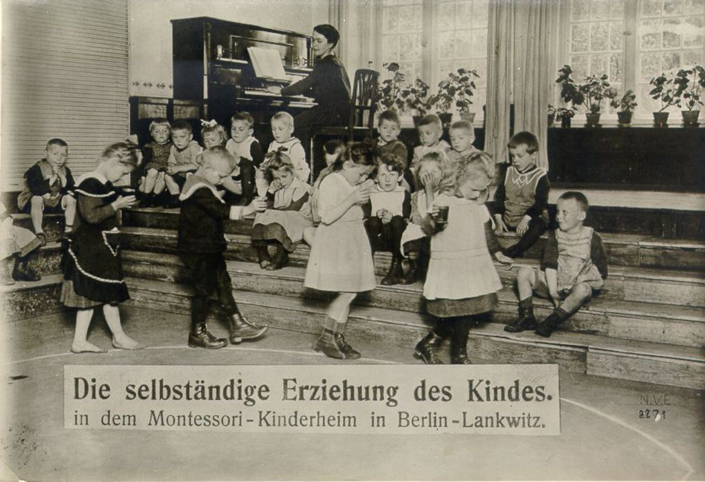 Exponat: Photo: Montessori-Kinderheim, um 1910