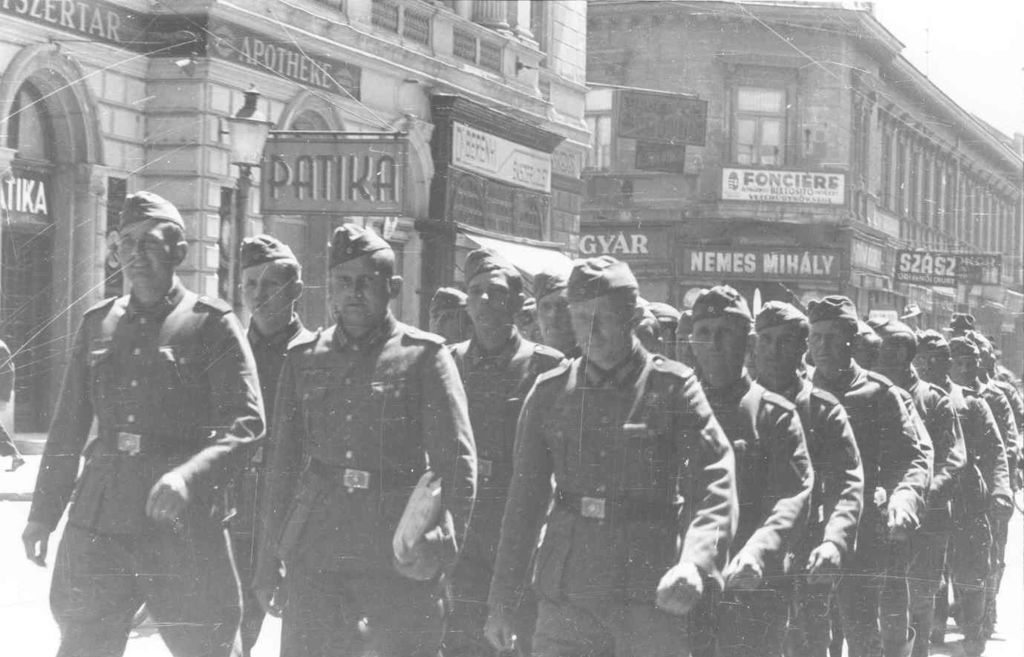 Exponat: Foto: Wehrmacht in Szeged, 1944