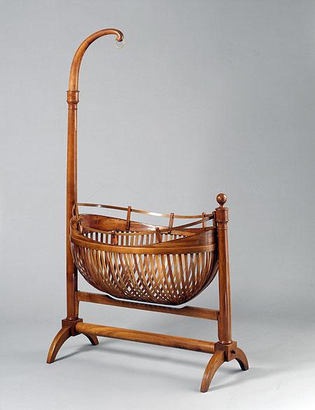 deutsches historisches museum kinderwiege biedermeierzeit. Black Bedroom Furniture Sets. Home Design Ideas